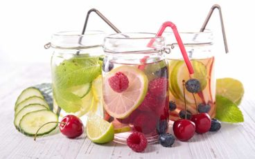 Les bienfaits pour la santé, y compris la perte de poids des eaux infusées detox.