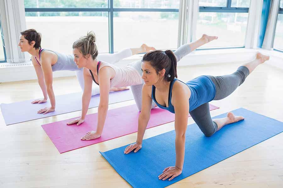 2 personnes faisant un sport anti-cellulite.
