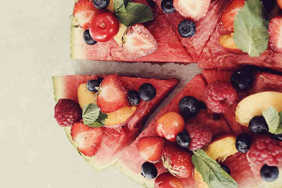 Des parts de pizza aux fruits.