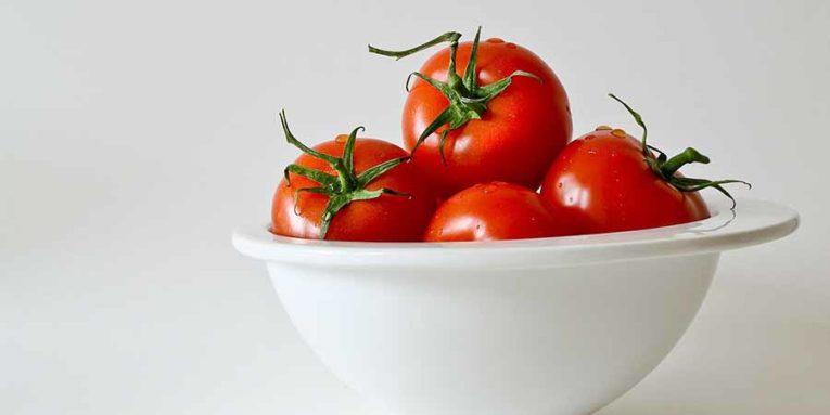 Bol de tomates.