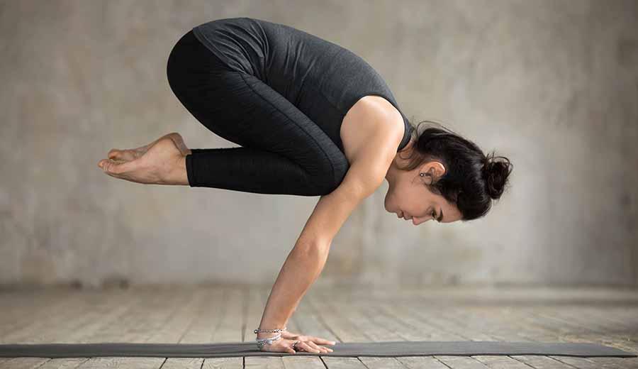yoga, posture du corbeau.